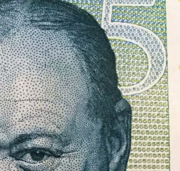 new five pound note close-up